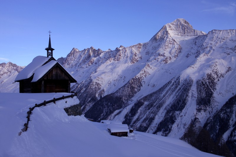 valais-winter-chapel.jpg